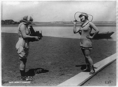 Roxy McGowan and Mary Thurman in bathing suits, Mack Sennett Productions Courtesy The Library of Congress, Reproduction Number: LC-USZ62-97733